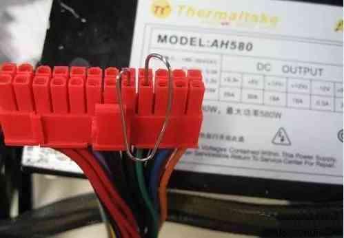 用回形针测电源好坏
